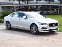 New 2018 Volvo S90 T5 FWD Momentum Sedan LVY982AK6JP008228 in Houston, TX