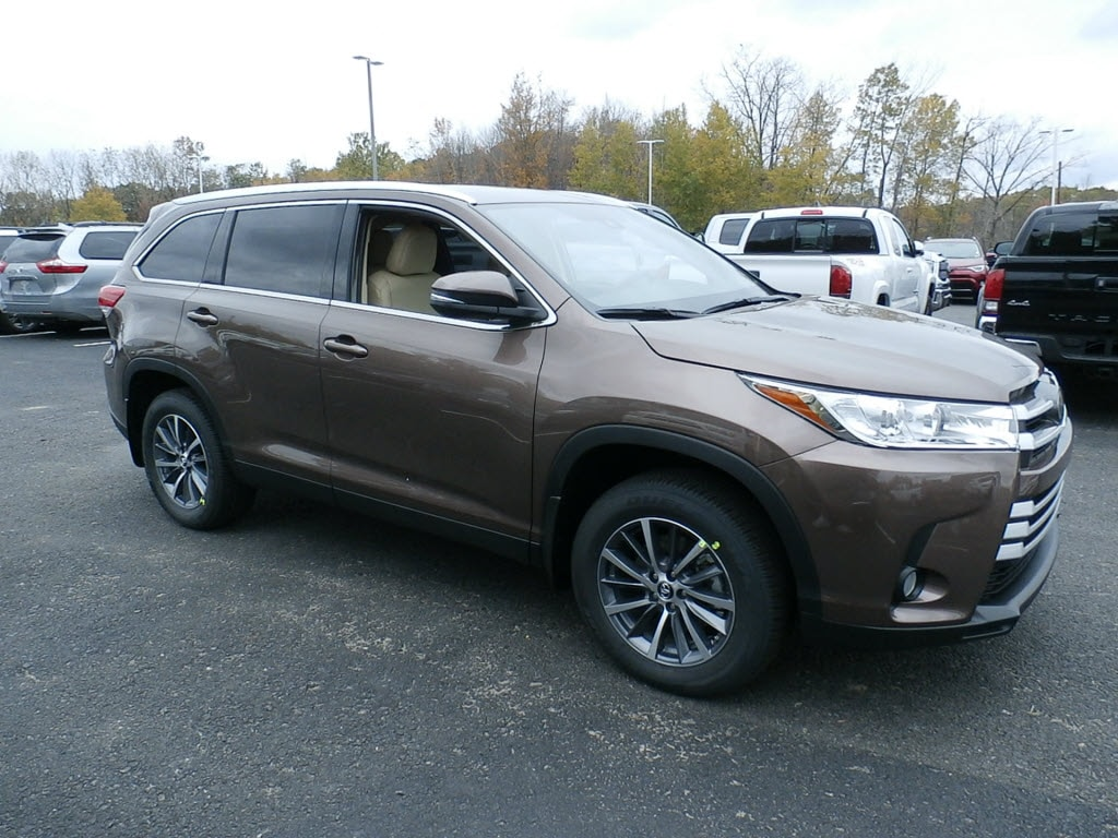 Featured New 2019 Toyota Highlander for sale near you in Johnstown, NY