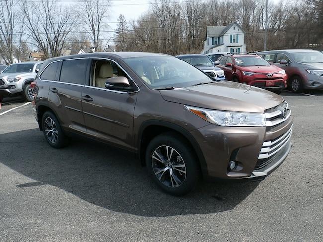 New 2019 Toyota Highlander in Johnstown, NY