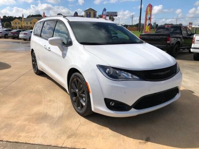 New 2019 Chrysler Pacifica TOURING L PLUS Passenger Van For Sale/Lease Opelousas, LA
