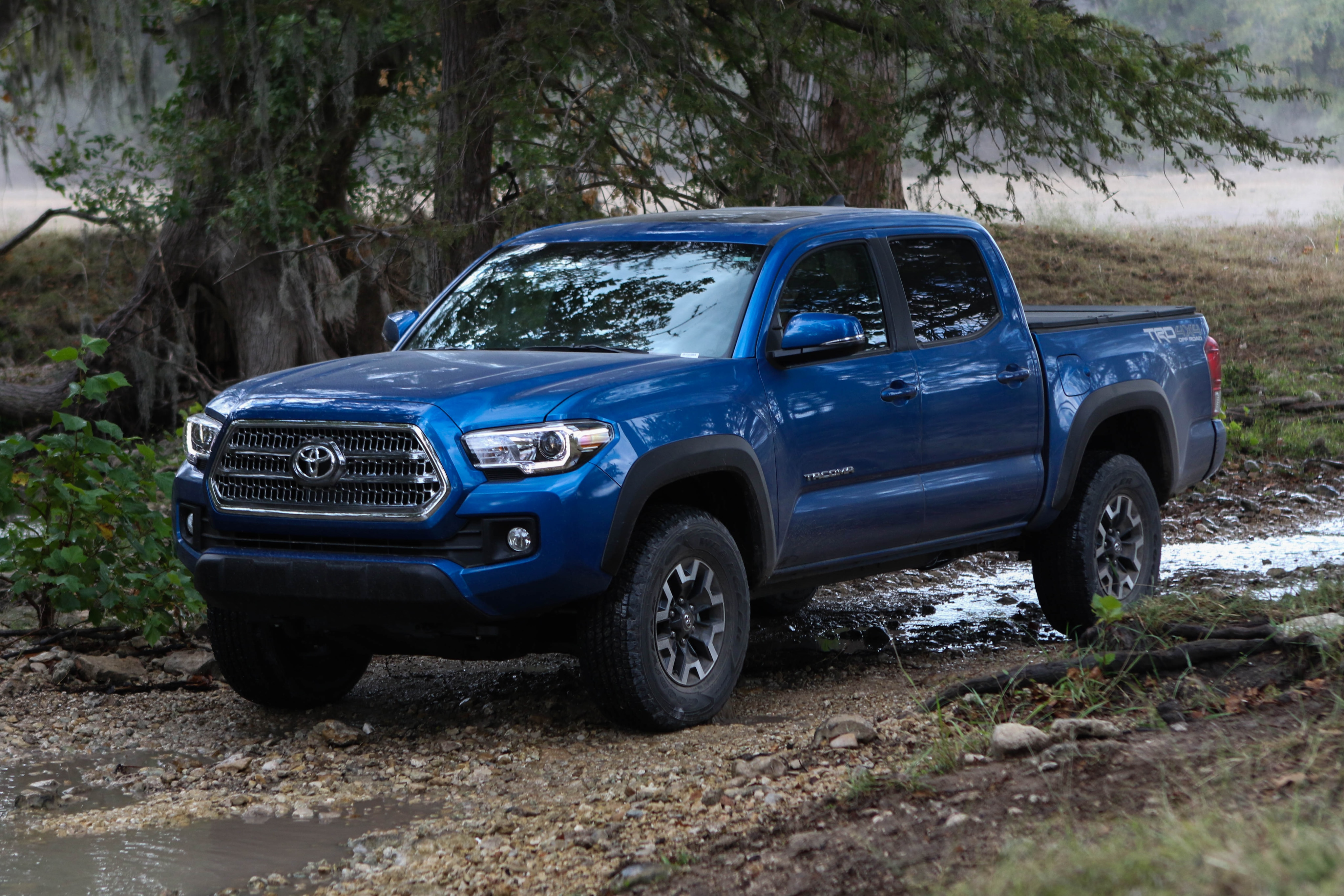 Toyota Tacoma Owners Manual: If your vehicle needs to be towed