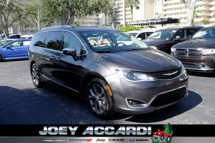 Used 2017 Chrysler Pacifica Limited Van Pompano Beach