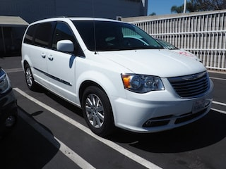 Used 2014 Chrysler Town & Country Touring Minivan/Van 2C4RC1BG8ER402425 for Sale in Ontario, CA