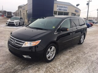 2013 Honda Odyssey Touring FWD with Leather Interior & Heated Seats Van