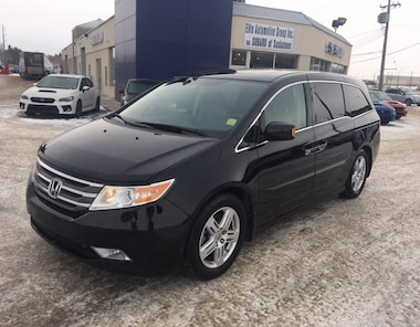 2013 Honda Odyssey Touring FWD with Sunroof & Heated Seats Van