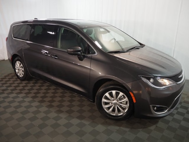 2018 Chrysler Pacifica Touring Plus Minivan/Van