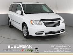 2016 Chrysler Town & Country Touring Minivan/Van troy mi