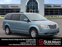 2010 Chrysler Town & Country Touring Minivan/Van in Garden City, MI