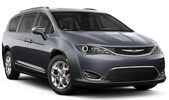2019 Chrysler Pacifica LIMITED Passenger Van in Garden City, MI