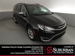 2019 Chrysler Pacifica LIMITED Passenger Van in Garden City, MI