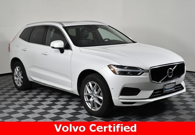 Featured used 2018 Volvo XC60 T5 AWD Momentum SUV for sale in Champaign, IL