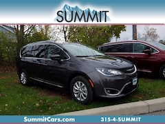 New 2018 Chrysler Pacifica Touring L Van for Sale in Oneida