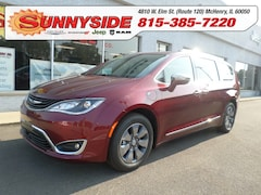 2017 Chrysler Pacifica Hybrid Platinum Limited Minivan