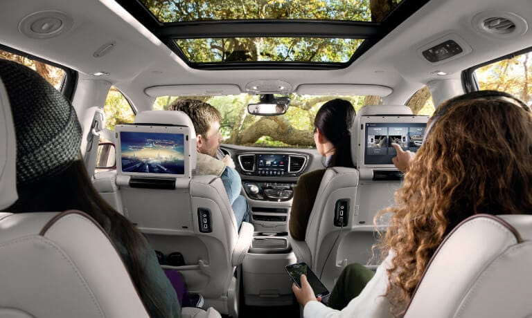 2019 Chrysler Pacifica interior family view