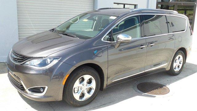 2018 Chrysler Pacifica Hybrid LIMITED Passenger Van for sale in Sarasota, FL