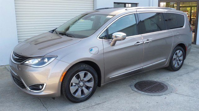 2018 Chrysler Pacifica Hybrid LIMITED Passenger Van for sale in Sarasota, FL