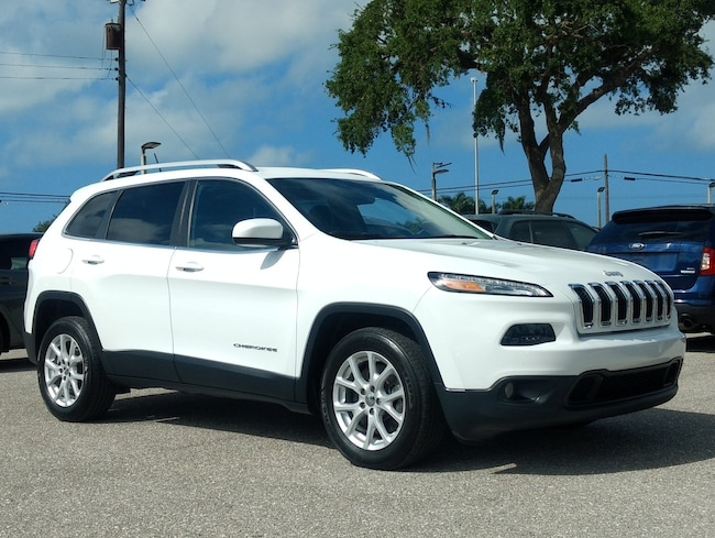 Certified pre-owned 2017 Jeep Cherokee Latitude SUV in Sarasota