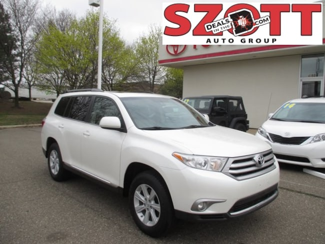 Used 2013 Toyota Highlander SE SUV in Waterford