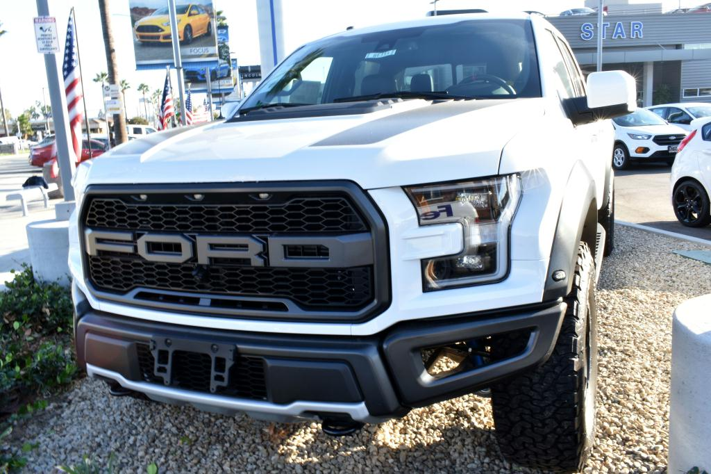 2018 Ford F-150 Raptor Image01