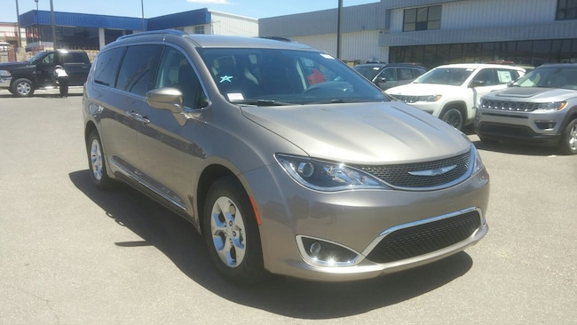 New 2017 Chrysler Pacifica TOURING L PLUS Passenger Van for Sale in Gallup, NM