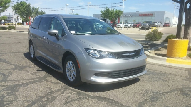 New 2017 Chrysler Pacifica TOURING Passenger Van for Sale in Gallup, NM