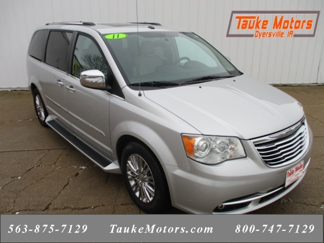2011 Chrysler Town & Country Limited Minivan/Van