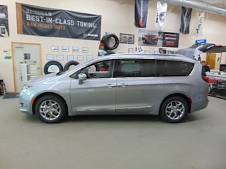 New 2019 Chrysler Pacifica LIMITED Passenger Van Colby, KS