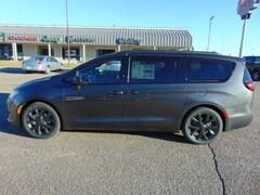 New 2019 Chrysler Pacifica TOURING L PLUS Passenger Van Colby, KS