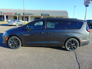 New 2019 Chrysler Pacifica TOURING L PLUS Passenger Van Colby, KS