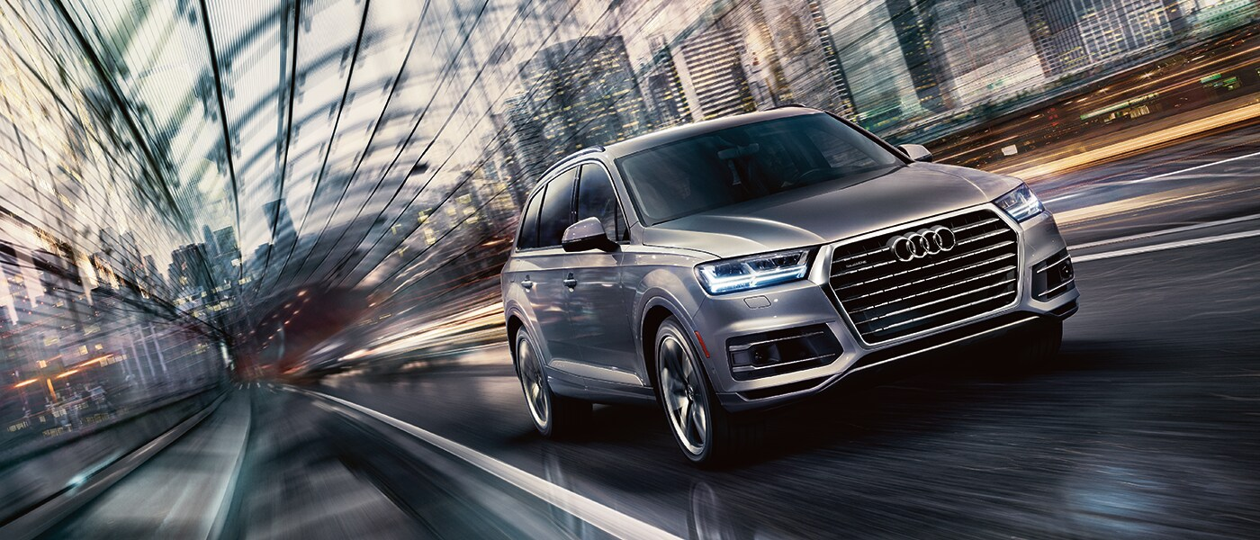 2019 Audi Q7 Driving Past the City