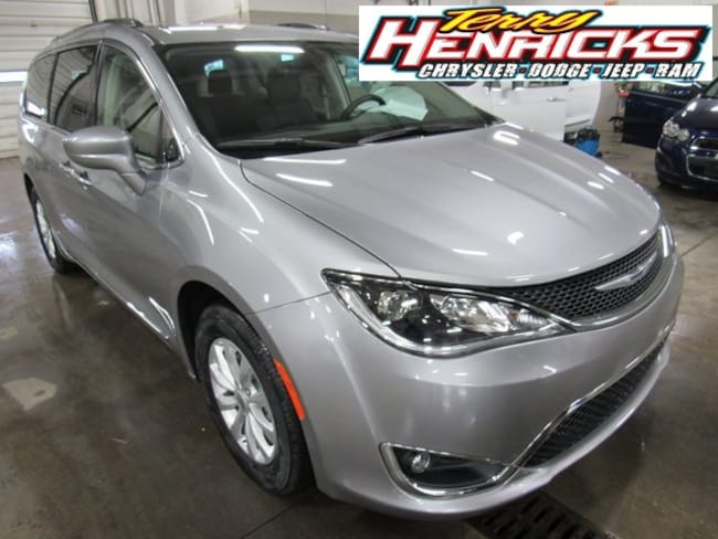 New 2019 Chrysler Pacifica TOURING L Passenger Van for sale in Archbold OH.