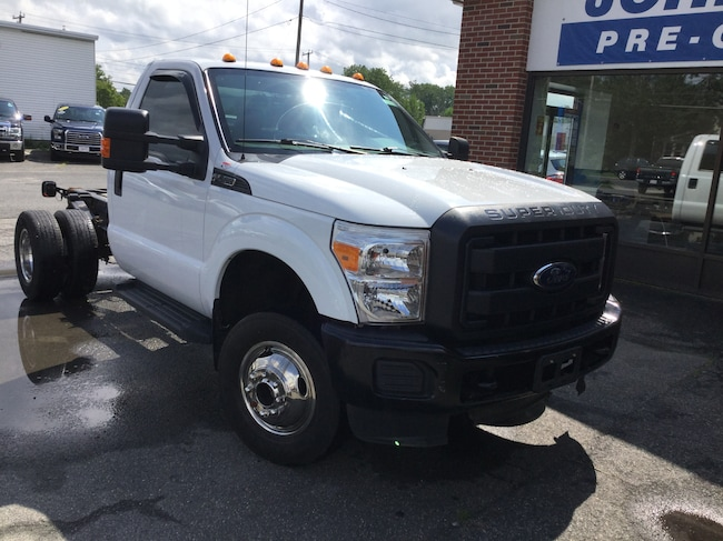 2015 Ford Super Duty F-350 DRW 4WD REG CAB 141 Chassis Truck