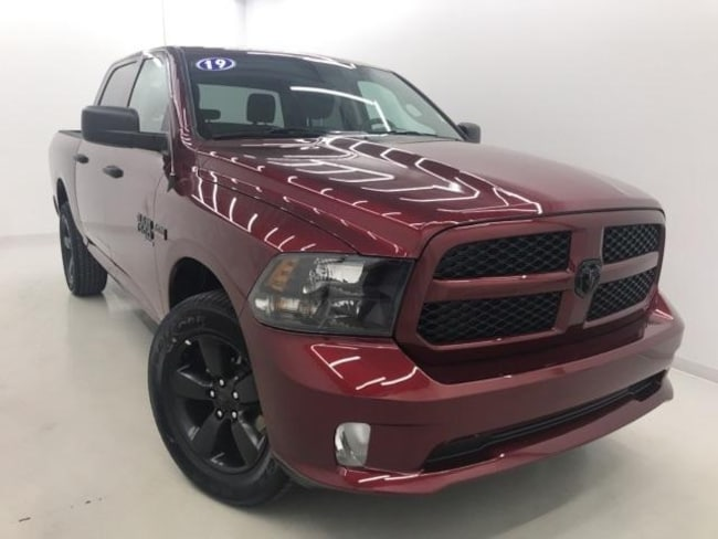 new 2019 ram 1500 classic express crew cab 4x4 5 39 7 box for sale in middlesboro ky near corbin ky. Black Bedroom Furniture Sets. Home Design Ideas