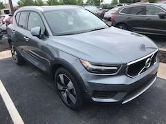 New 2019 Volvo XC40 T5 Momentum SUV VV7096 Indianapolis, IN