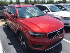 New 2019 Volvo XC40 T4 Momentum SUV VV6852 Indianapolis, IN
