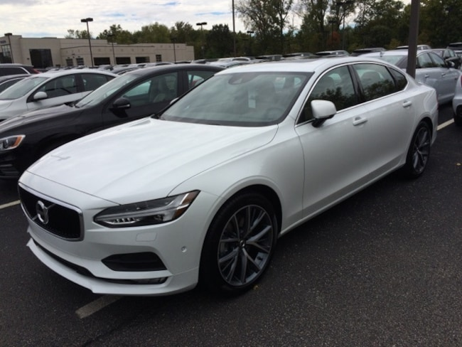New 2018 Volvo S90 T5 AWD Momentum Sedan Indianapolis, IN