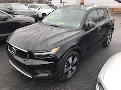 New 2019 Volvo XC40 T5 Momentum SUV VV7075 Indianapolis, IN