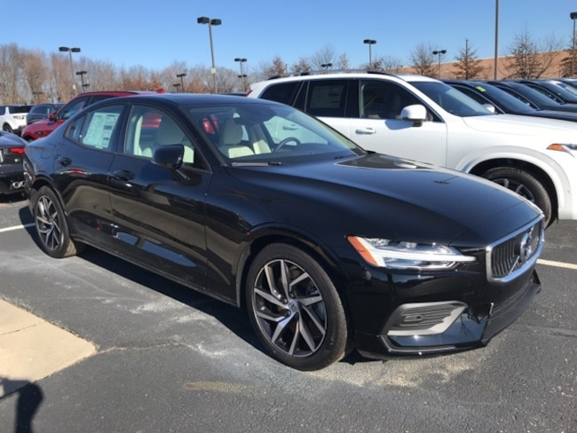 New 2019 Volvo S60 T6 Momentum Sedan Indianapolis, IN