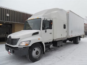 2006 HINO 338 Double sleeper,Air Ride,Automatic,22ft dry box.