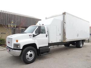 2008 GMC C7500 Sleeper,Air Ride,24ft dry box,Clean truck.