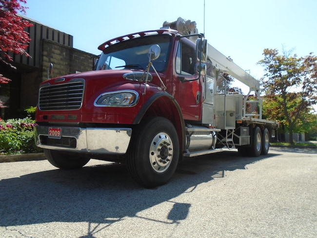 2009 FREIGHTLINER BC M2 NOT a Misprint,ONLY 16821km.,Telescopic Boom.