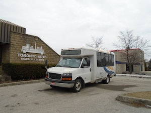 2011 GMC G4500 Wheel chair lift,14 pass.+ driver Bus,Automatic.