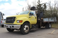 2002 Ford F-650 CRANE TRUCK, 18' BED, LOW KILOMETERS Commercial