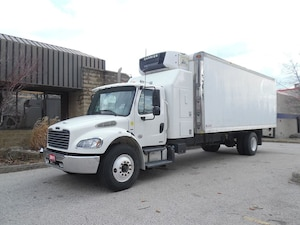 2011 FREIGHTLINER Business Class M2 Sleeper,insulated 23ft box ,roll up and side door,