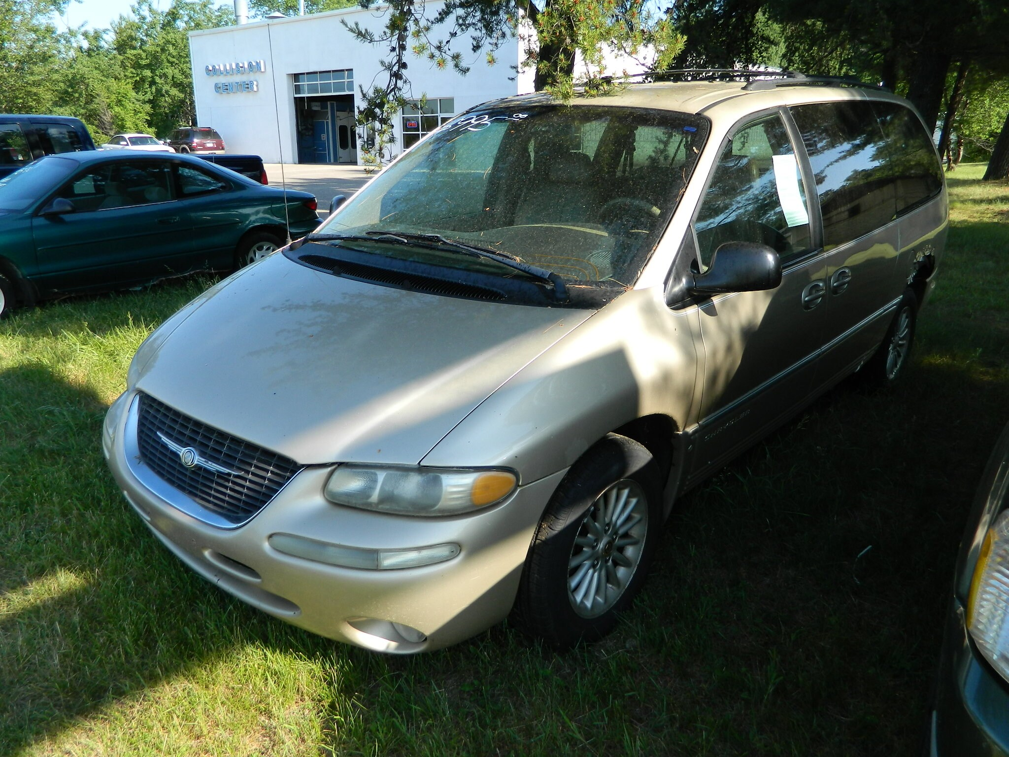 2000 Chrysler Town & Country LXi Van Passenger Van