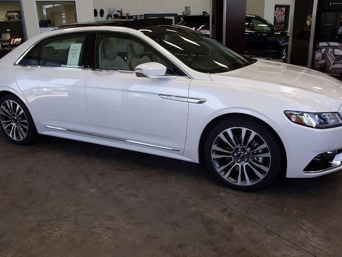 2017 Lincoln Continental Select Sedan