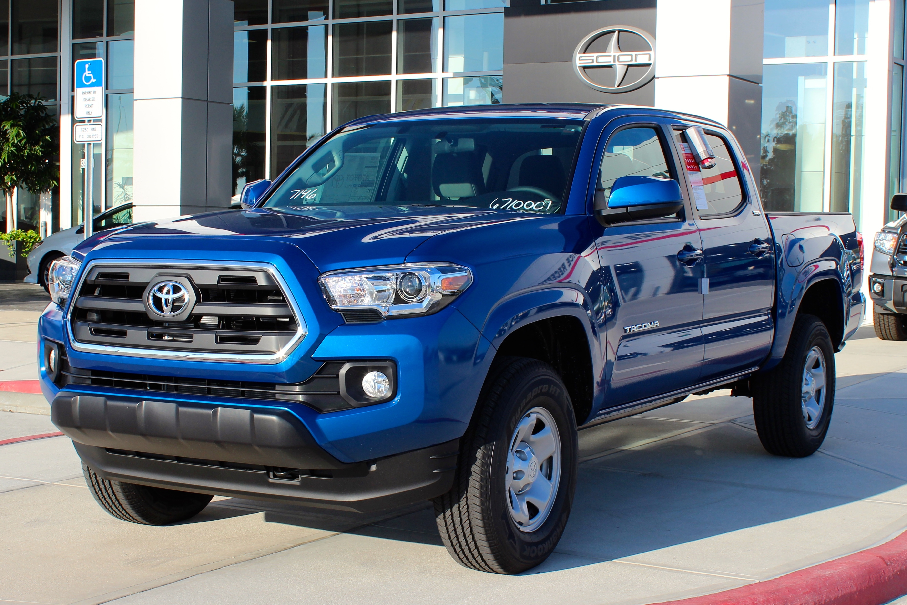 2016 toyota tacoma vs chevy colorado nc toyota trucks. Black Bedroom Furniture Sets. Home Design Ideas