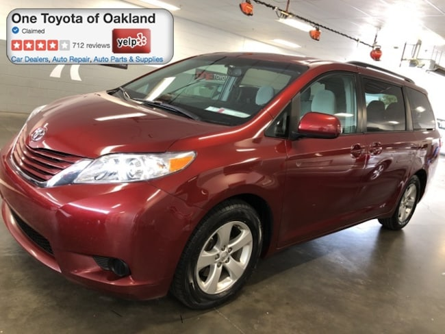 Certified Pre-Owned 2017 Toyota Sienna LE in Oakland, CA