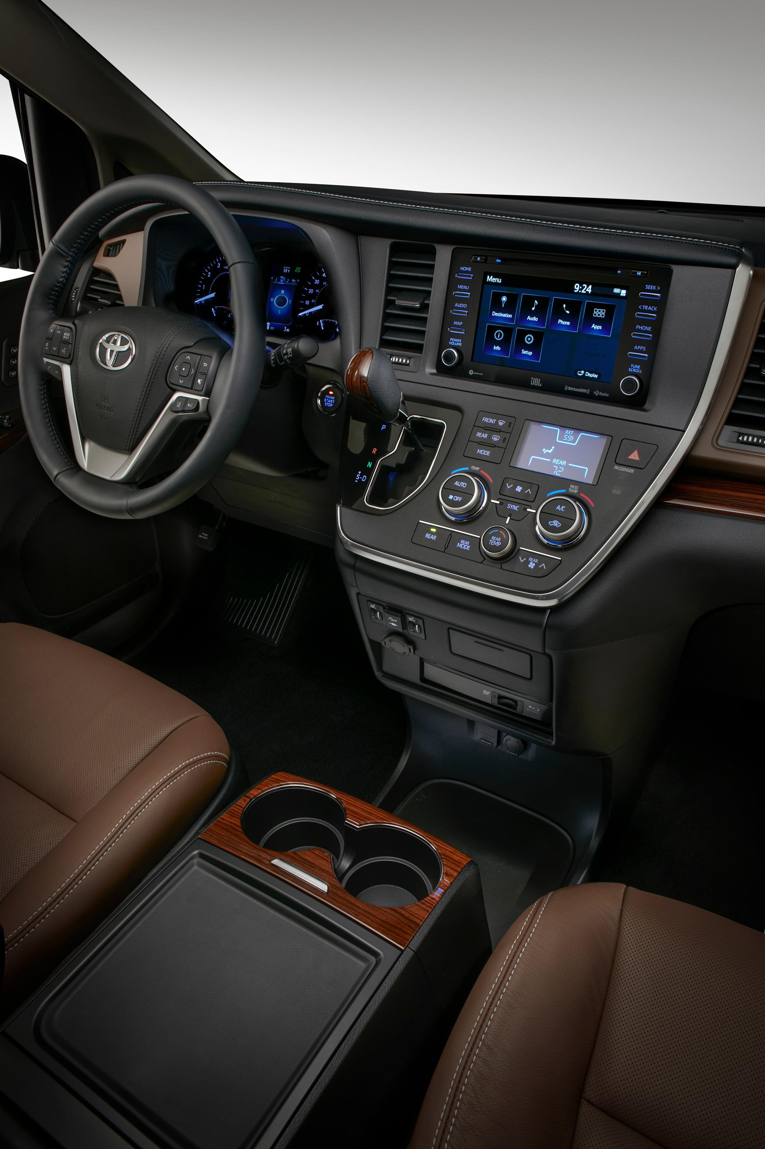 2018 Toyota Sienna interior photos