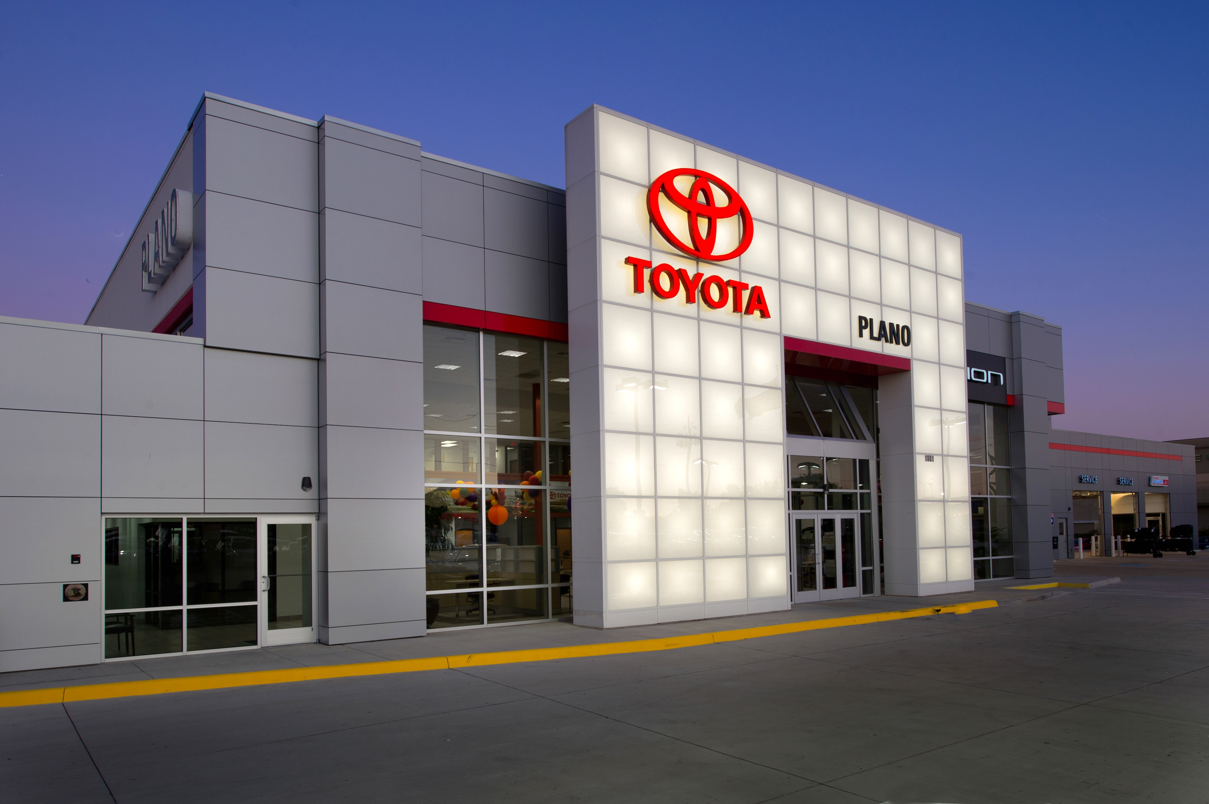 Toyota of Plano Dealership
